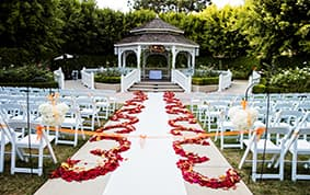 Seasonal Wedding Decor: Falling In Love With Fall | Disney Weddings