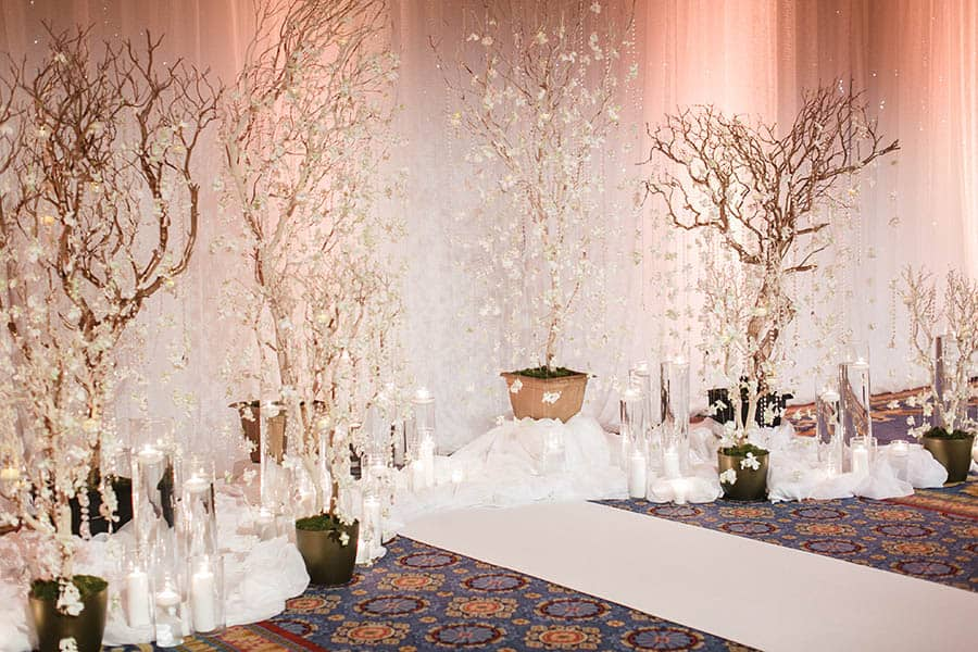 Disney weddings 2018 decor trends disney weddings ffb1936725db36e9c90e3e02c5d4855fg junglespirit Gallery
